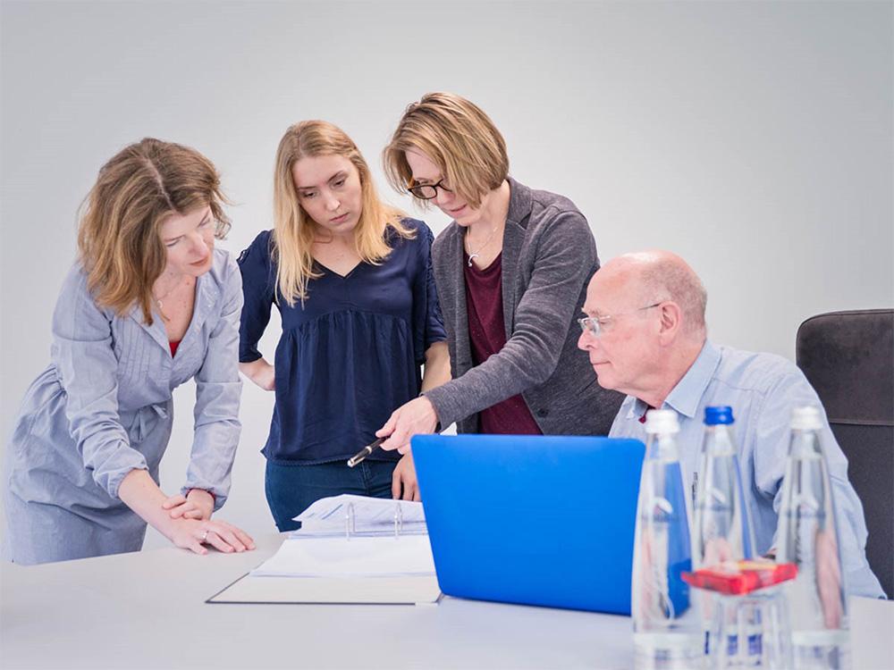 Mitarbeiter der Biomed Labordiagnostik GmbH im Gespräch